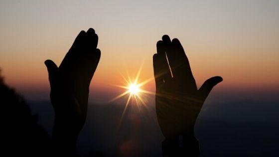 How to Lighten the Skin of Sunburned Hands, 3 TRICKS