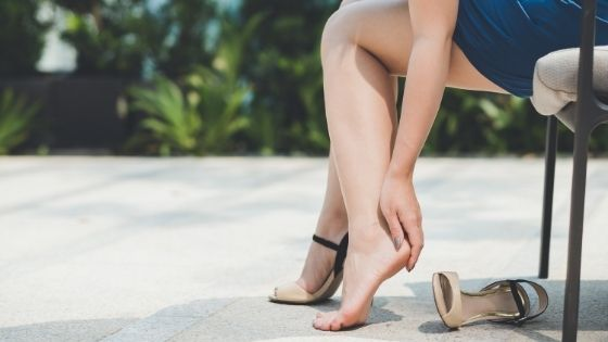 What causes cracked heels on your feet? Everything you need to know